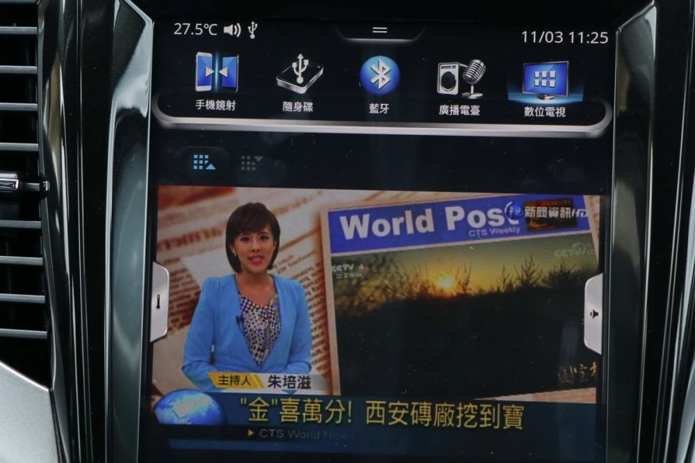 數位電視、倒車顯影也被整合在這具車機中