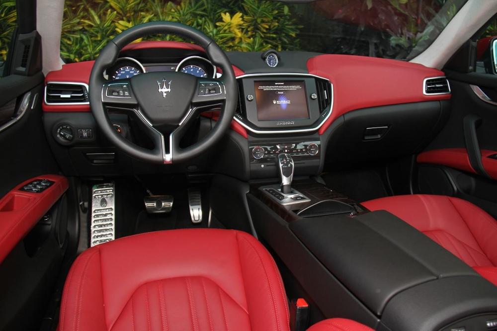 座艙雖與Quattroporte很相像,緊湊的設計後不難感受的出運動風格。