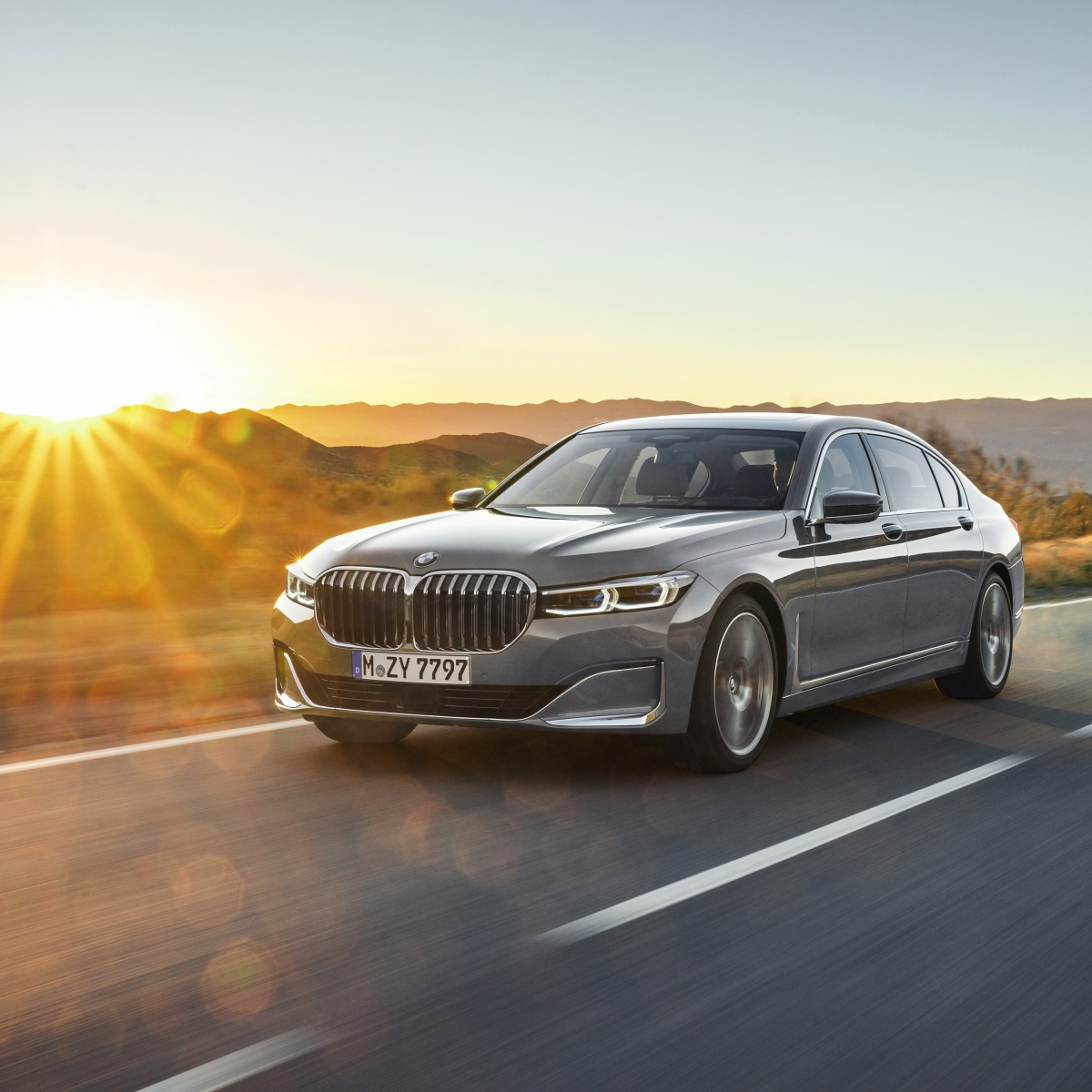 P90333097_highRes_the-new-bmw-7-series.jpg