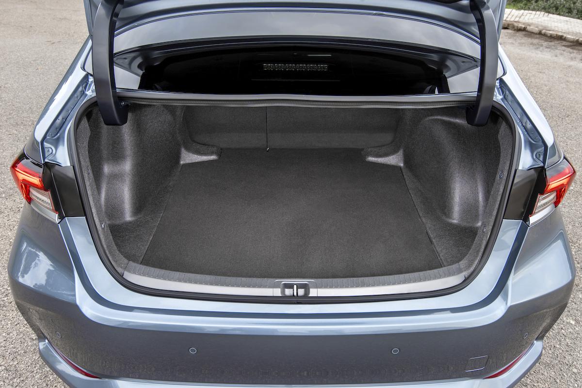 corolla-sedan-1.8l-grey-2019-047-208570.jpg