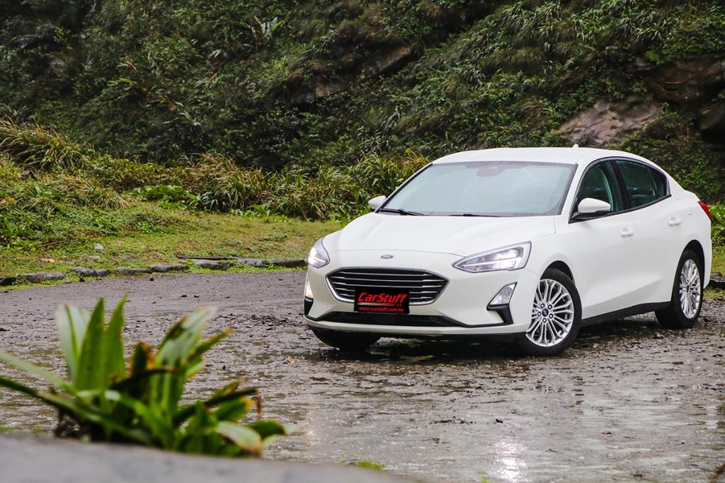 2019-ford-focus-sedan-1-5-ecoboost-titanium
