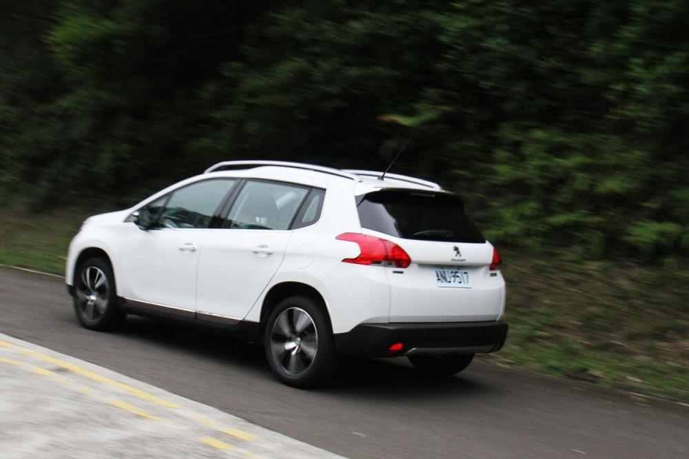 三缸渦輪搶先搭載,試駕Peugeot 2008 PureTech 1.2L Grip Control