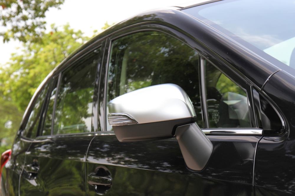 Levorg 1.6 GT-S車型後視鏡蓋為霧銀搭配,入門的1.6 GT則是與車身同色