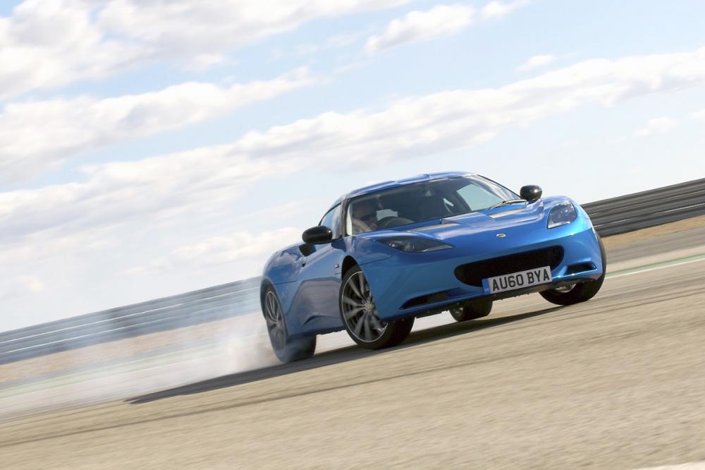 當Cars問及Jean-Marc Gales,品牌是否需要一款具代表性的超跑來重振威名時,Gales僅表示Lotus現行的超跑就是Evora,而小改款的Evora也預計在今年春季發表。