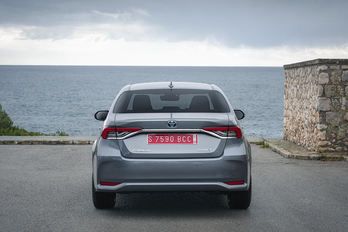 corolla-sedan-1.8l-grey-2019-010-559856.jpg