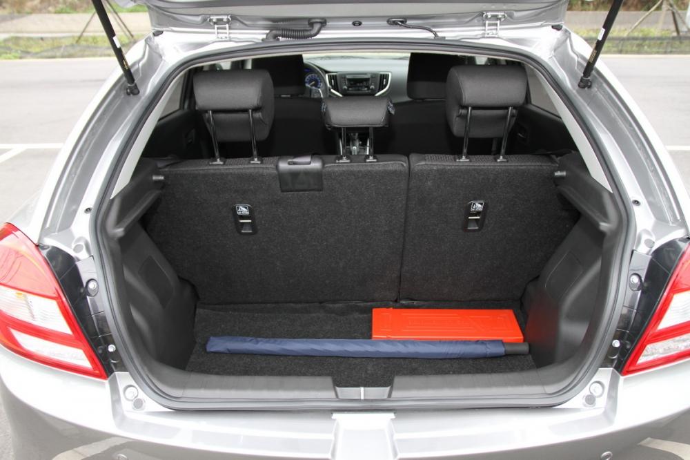行李箱空間標準即有355L的表現