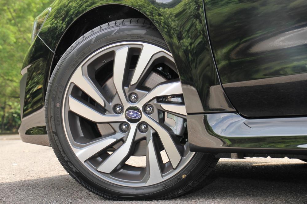 Levorg 1.6 GT-S車型腳踩全新18吋雙色切削鋁圈,搭輪胎尺寸為225/45 R18