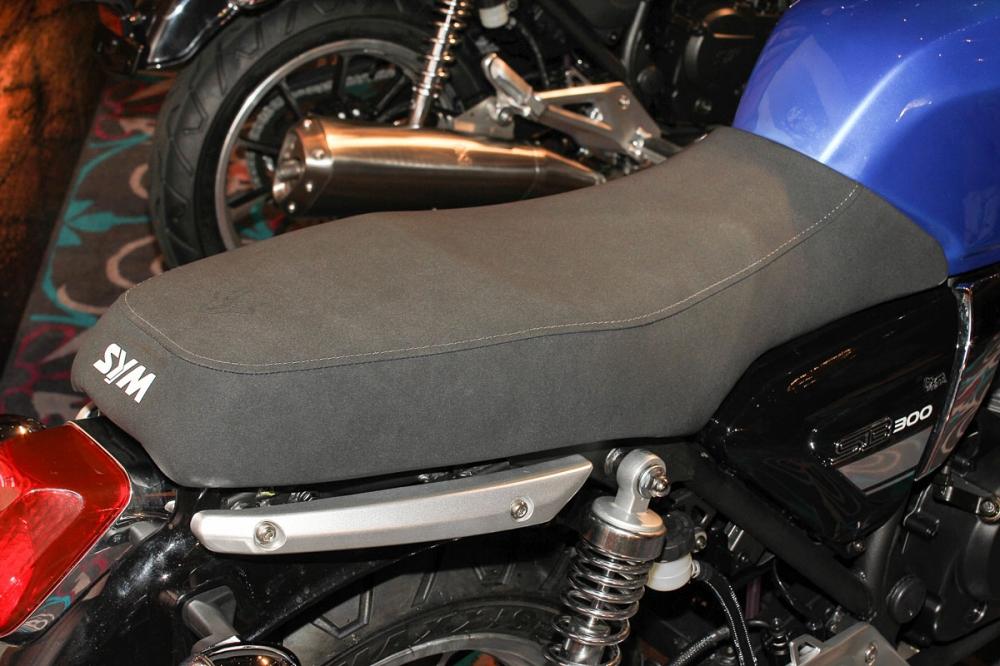 一體成形坐墊造型提供相當寬敞的乘坐空間。