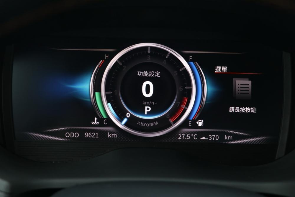 原先「極智數位儀表」須透過駕駛左側的按鈕來設定,不過全新10.4吋觸控螢幕也整合了這項功能