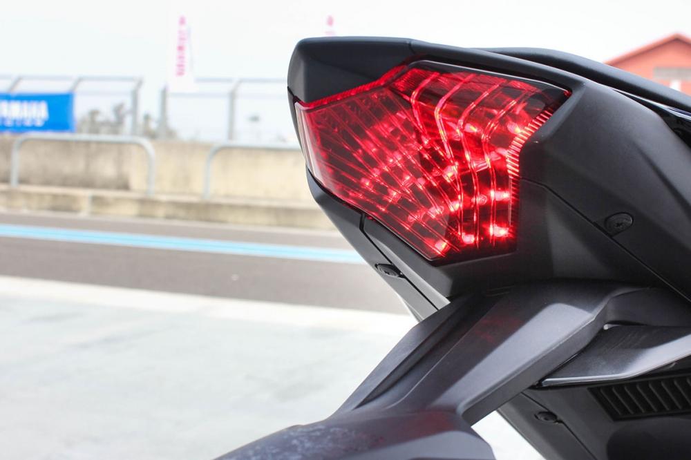 車尾則採用全LED科技。