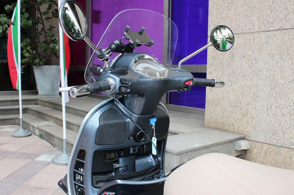 車主可透過智慧型手機與Vespa多媒體平台─VMP Vespa Multimedia Platform 連線,在手機上顯示包括時速、轉速、引擎馬力、胎壓監控與路線導航等進階功能。