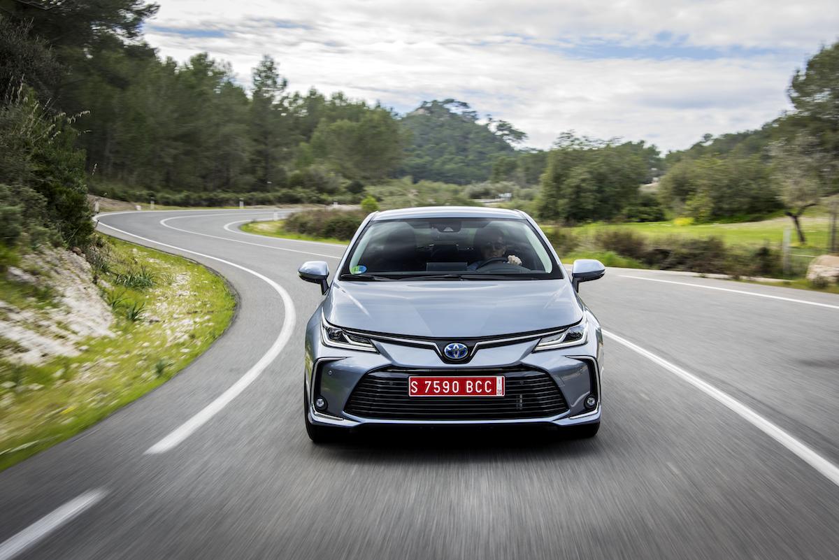 corolla-sedan-1.8l-grey-2019-020-743125.jpg