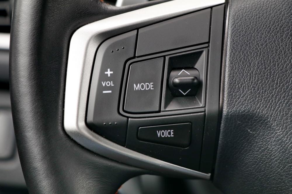 方向盤左側「VOICE」的快捷建就是喚出數位助理IVY的開關