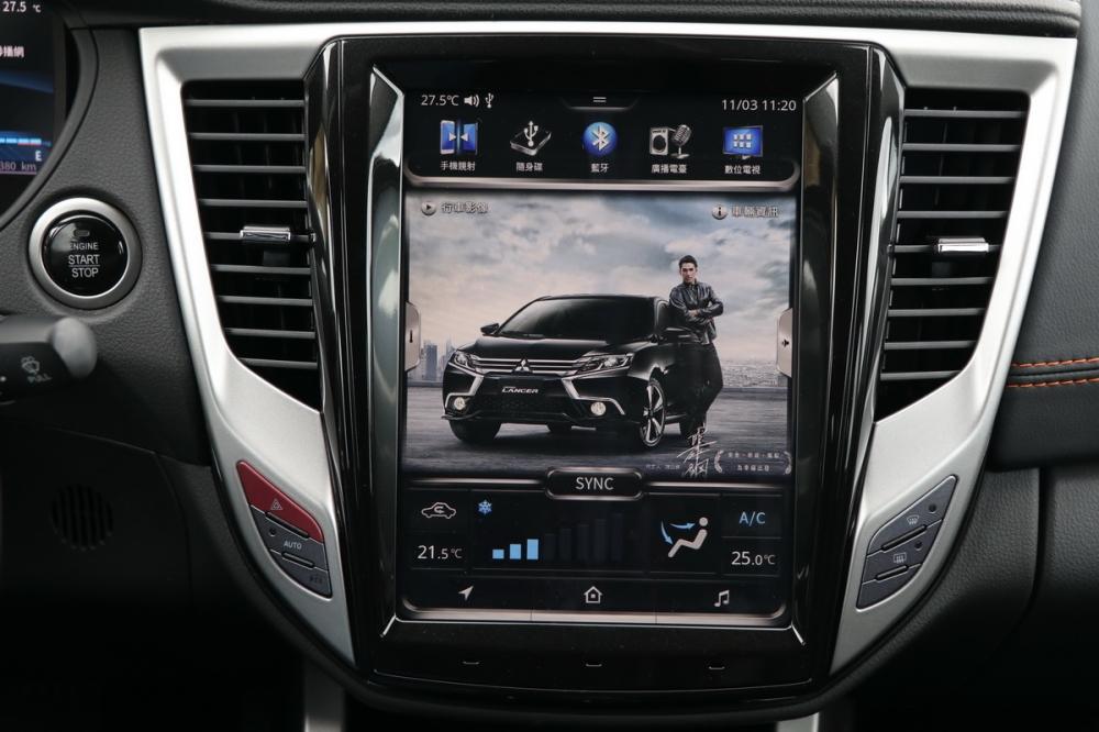 中華三菱針對Grand Lancer時尚型以上推出加價7萬元就可升級的10.4吋大型觸控螢幕整合多項功能,還加入數位助理IVY,按鍵虛擬化看來更具科技感!