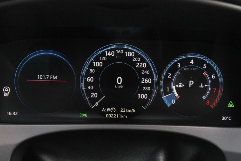 2018年式F-Pace在35t車型以上全數標配12.3吋全數位儀錶