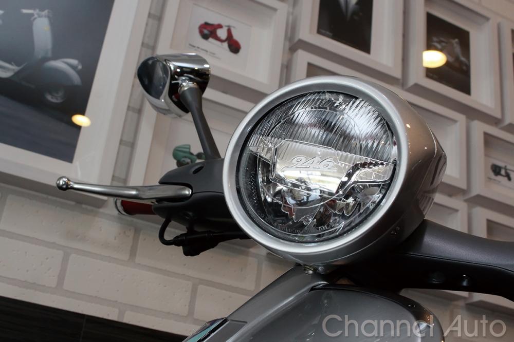 復古的圓車燈造型,內裡已換上最先進的LED照明光源。
