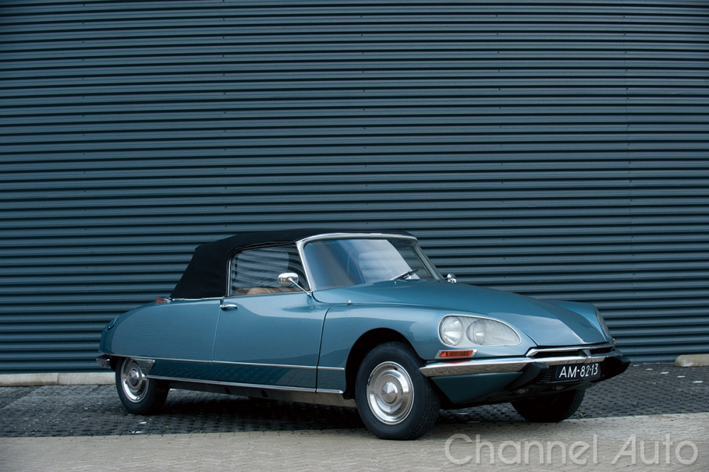 1955年,巴黎車展上Citroen發表新車款「DS 19」,起源自法語Déesse縮寫,意思為「女神」(圖為1968年DS 21)。