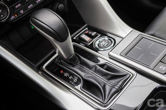 簡單好上手的CVT變速箱,不但在重踩油門時不會有擾人的引擎運轉聲,動力銜接也非常即時順暢,與ECLIPSE CROSS的1.5L渦輪引擎組成最佳拍檔。