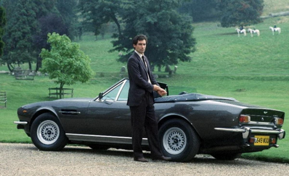 驚鴻一瞥終現身!James Bond全新座駕Aston Martin DB 10這次跑給你看!