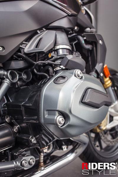 水平對臥引擎,BMW傳統精神象徵,不管輸出還是造形都是頂級水準。