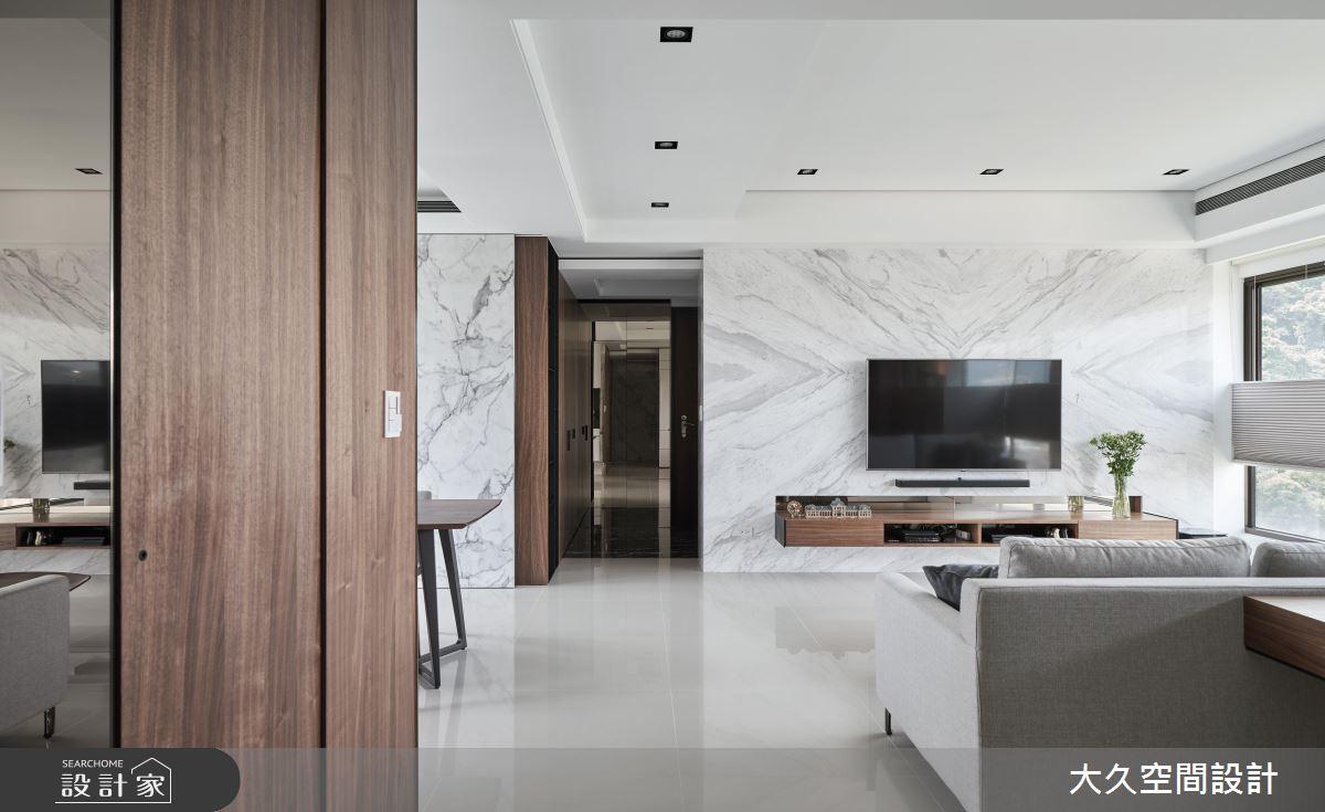 質感石紋搭上好感木作 化身飯店風輕奢家庭房