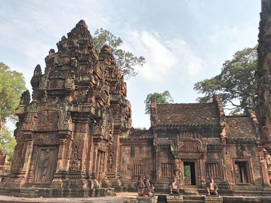 柬埔寨︱吳哥窟之女皇宮 Banteay Srei:帶著柔美氛圍的印度教寺廟