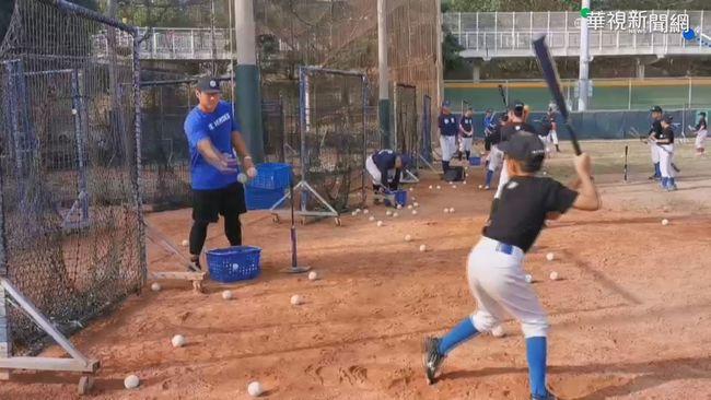王建民率領教練團 教孩童打棒球