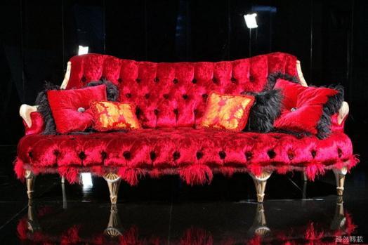 活泼的洛可可风格融入了东方色彩,强调华丽,甜美,精致,家具方面以c形