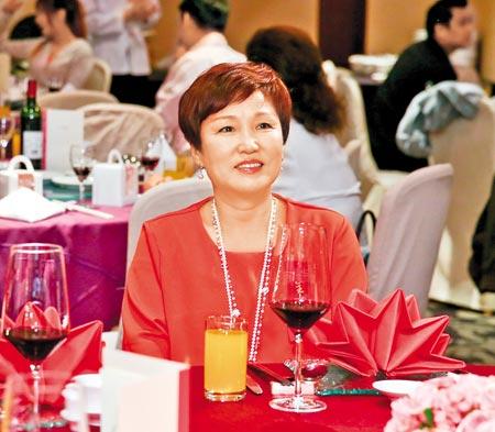 ↑張菲前妻趙翠華昨盛裝出席兒子訂婚宴。(林弘斌攝)