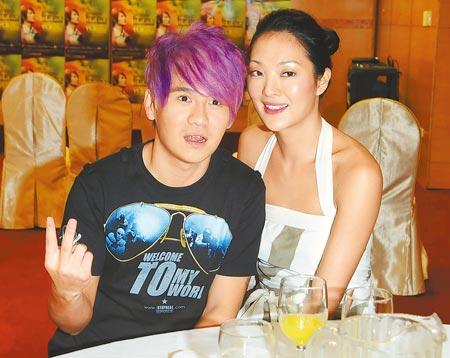 ↑曹格(左)常發酒瘋,和老婆吳速玲傳出婚姻危機。(資料照片)