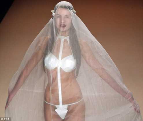 /p p        「三點式」白紗禮服超裸露! 驚艷柏林時裝周/p p
