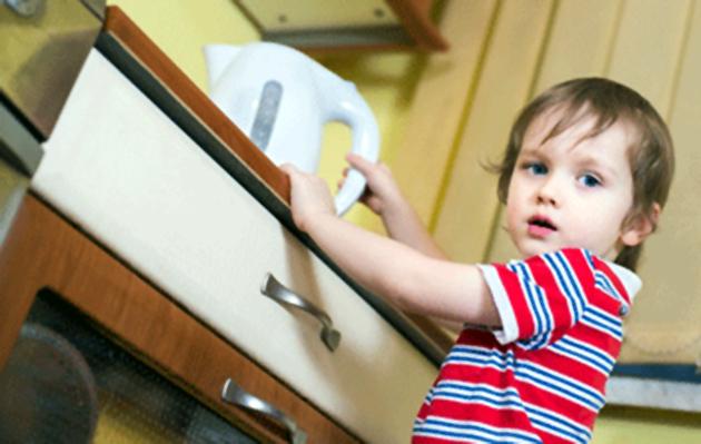 الطفل وحوادث المنزل 406806