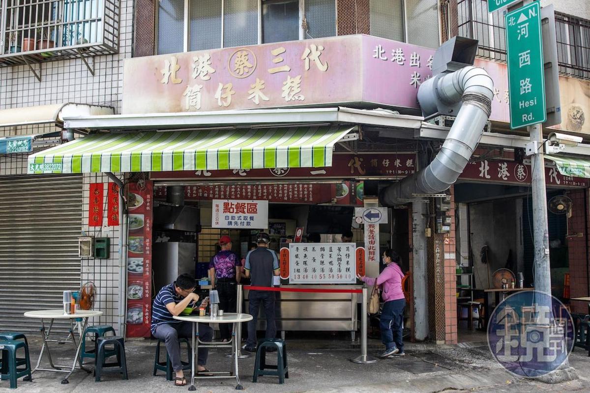 老店用自助式點餐、取餐,出餐效率快。