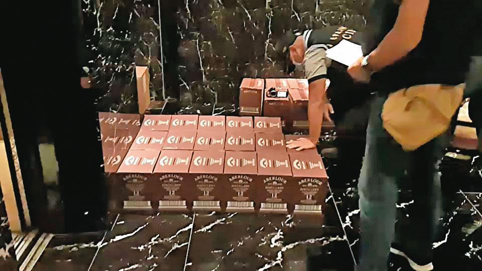 竹聯幫寶和會曾因在酒店賣假酒,遭警方查獲。