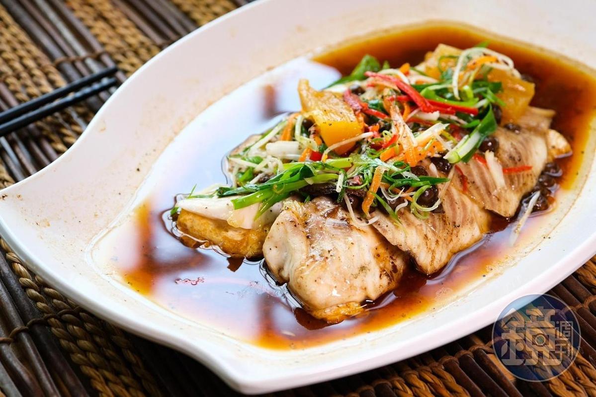 「樹果醬筍蒸鮮餘」以醬筍、破布子帶出魚肉鮮甜。(2,500元桌菜菜色)