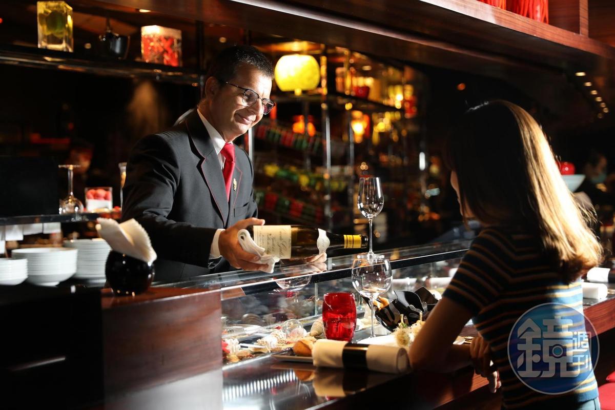 侍酒師Benoît認為餐酒搭配不應該制式,而是以客人開心為原則。