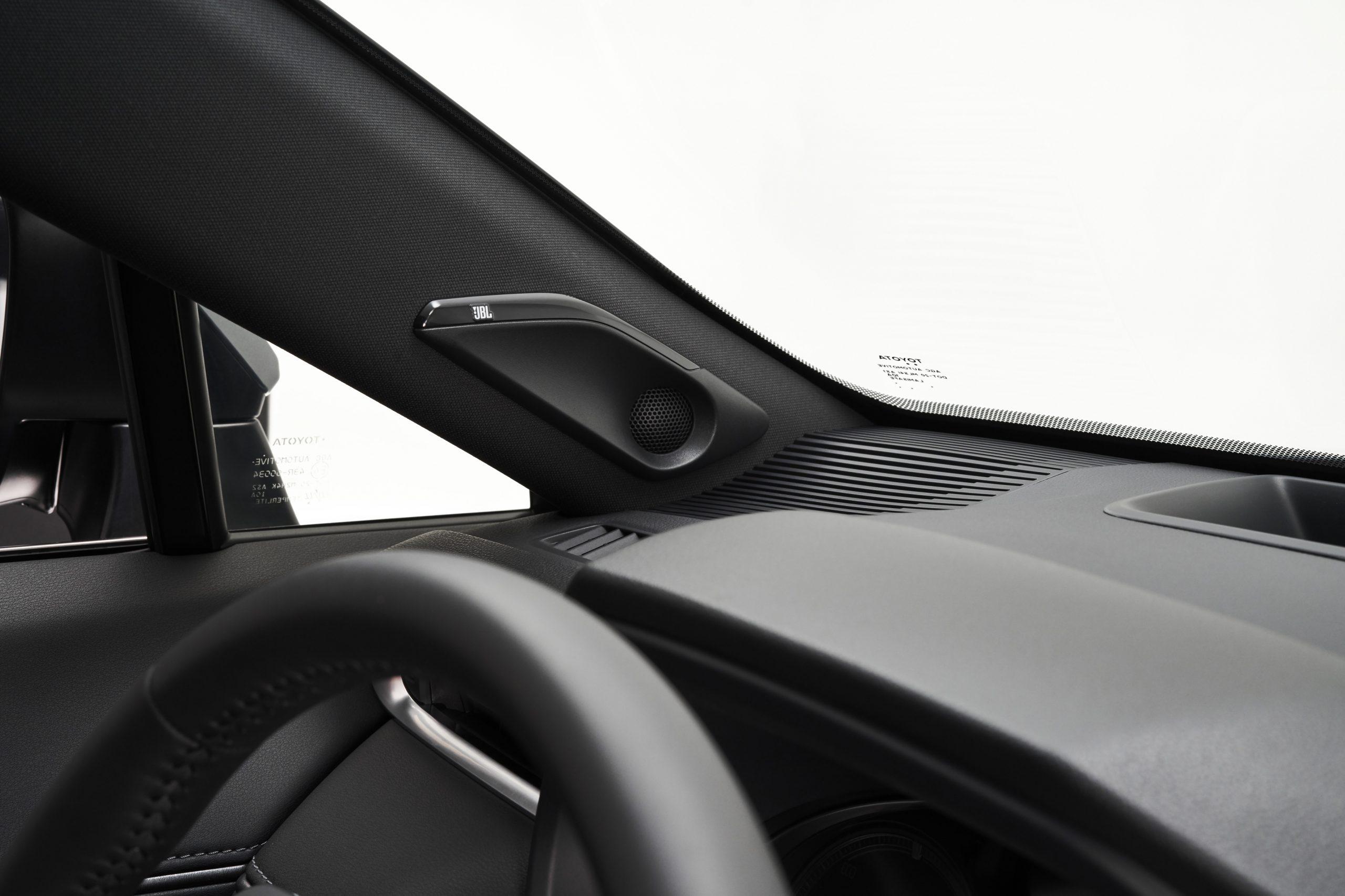 2021-Toyota-Venza_Interior_007-scaled.jpg