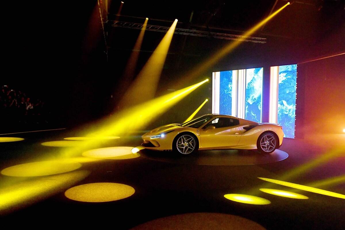 Universo-Ferrari_F8-Spider.jpg