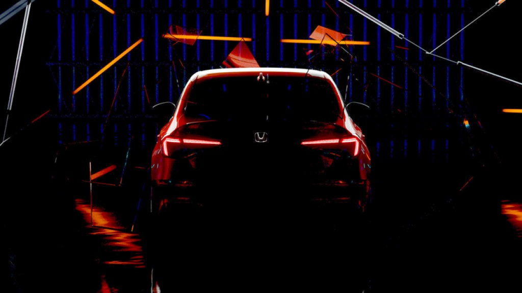 11-18-11-honda-civic-sedan-prototype-twitch-head2head