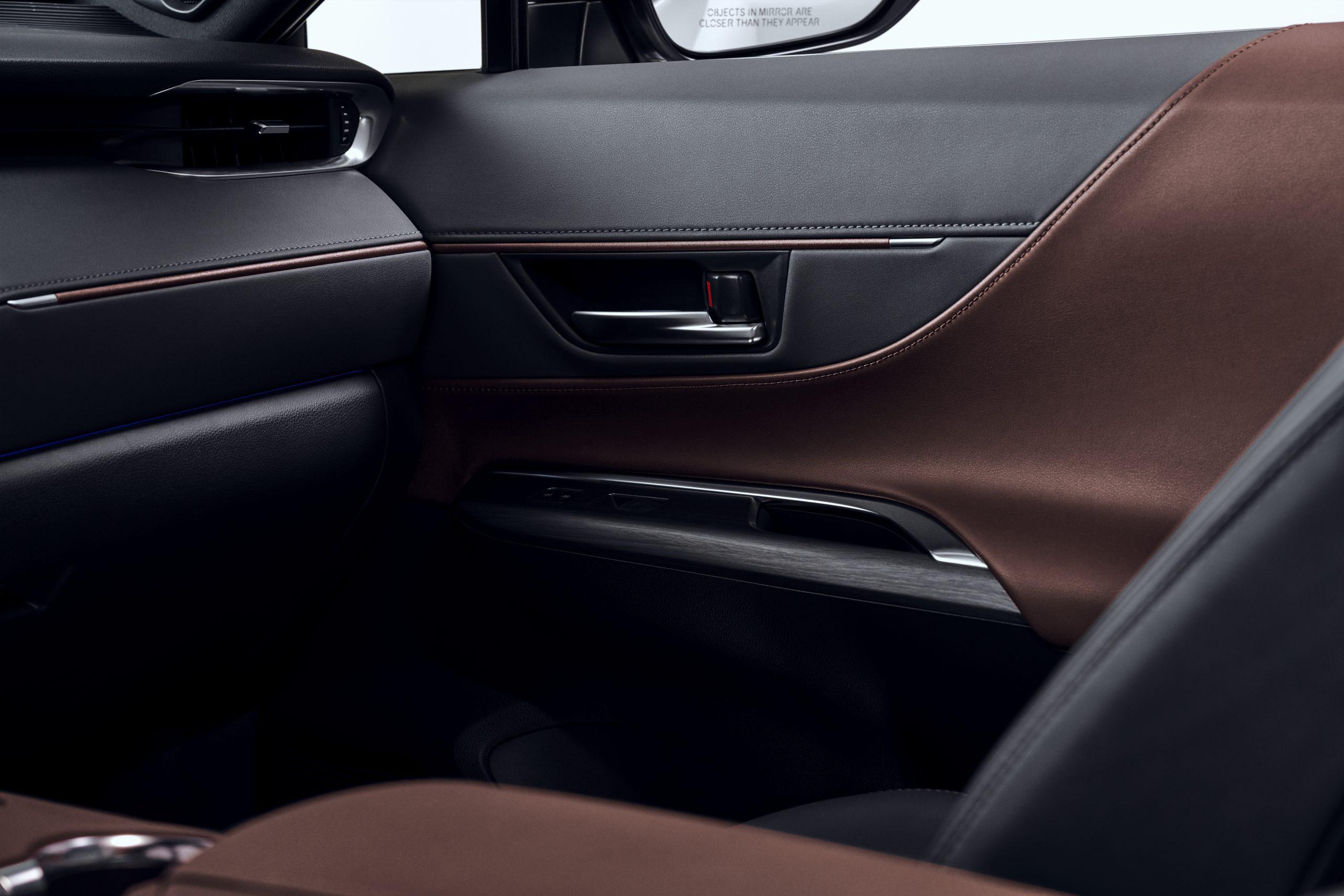 2021-Toyota-Venza_Interior_013-scaled.jpg