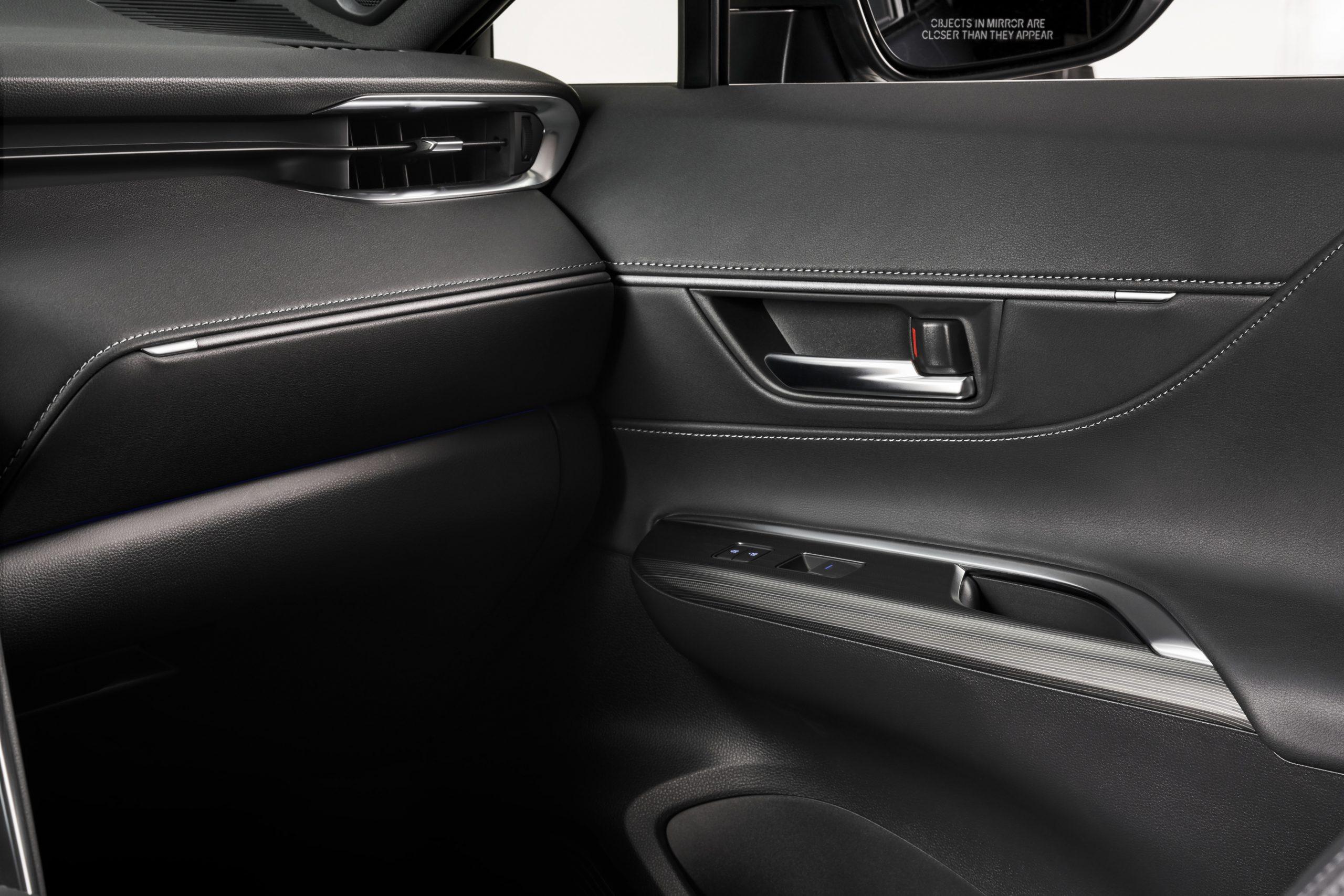 2021-Toyota-Venza_Interior_006-scaled.jpg