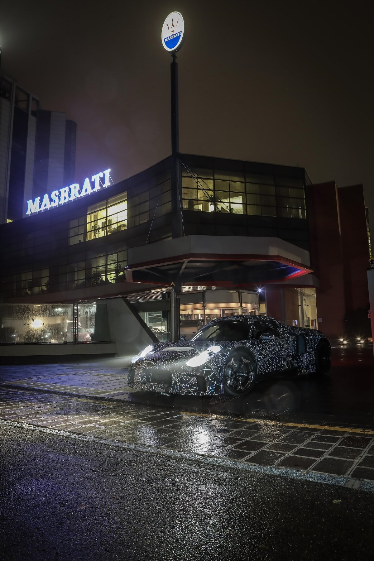 Maserati_new_mule_Modena1.jpg