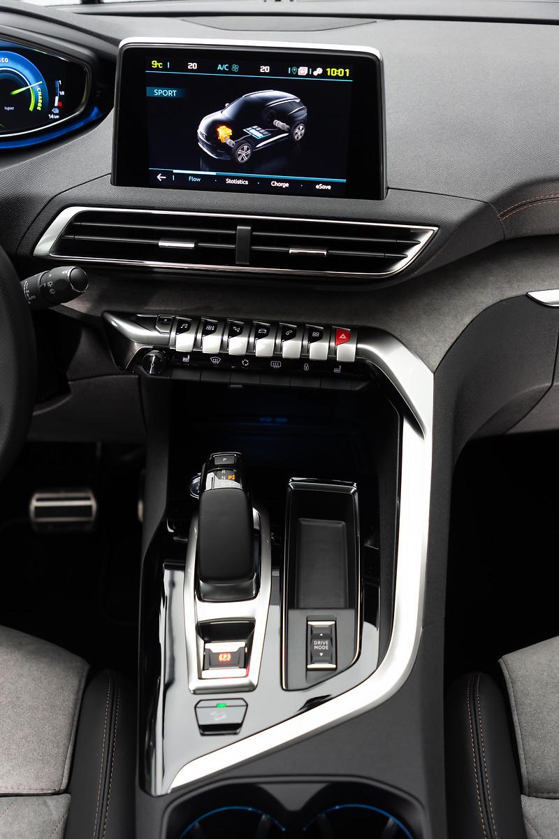 2021-Peugeot-3008-Facelift-1.jpg