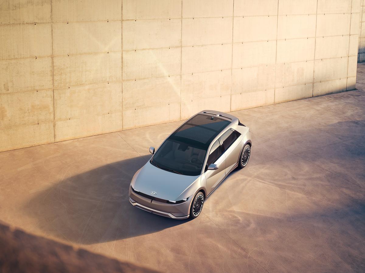 Large-45019-HyundaiIONIQ5RedefinesElectricMobilityLifestyle.jpg