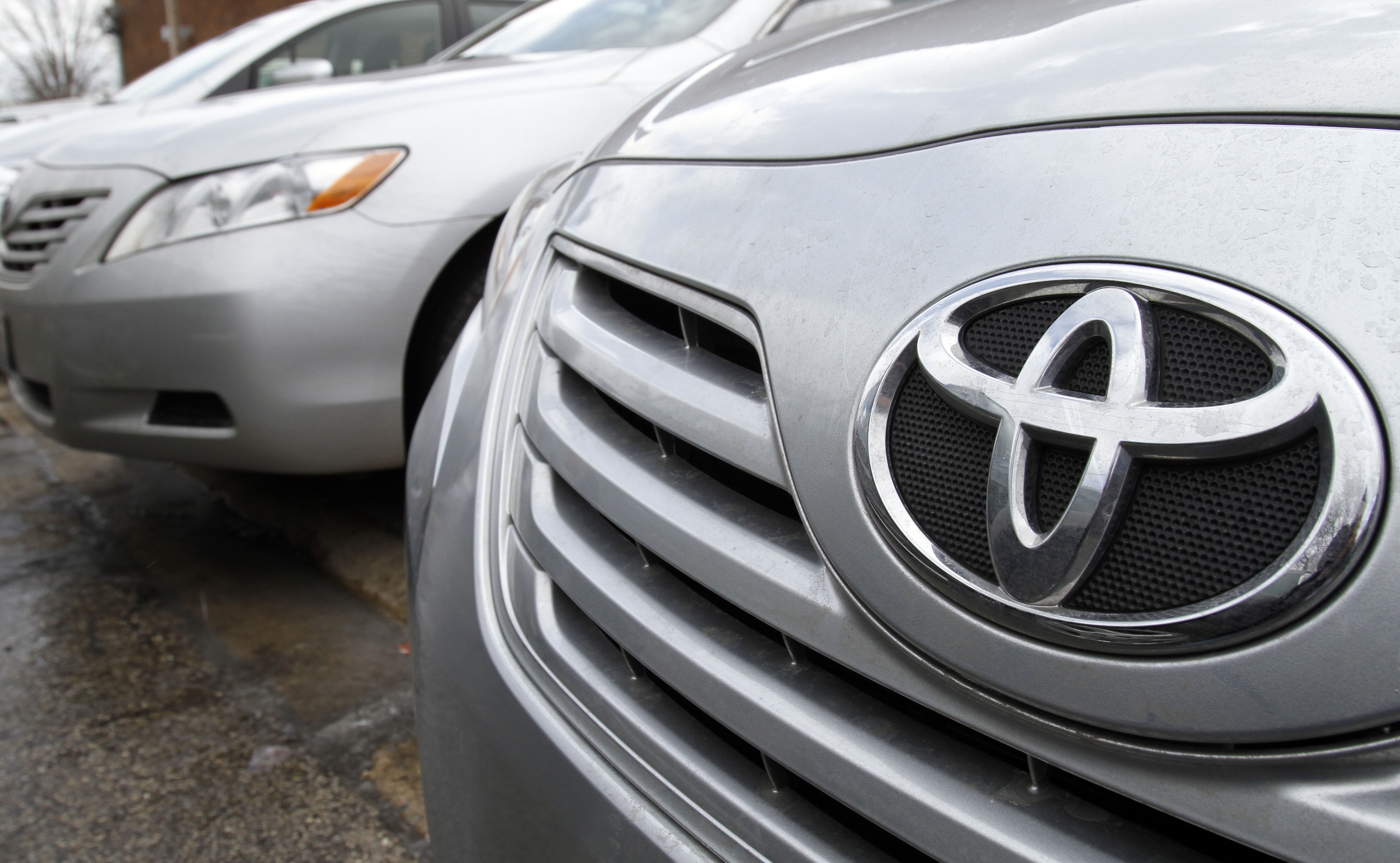 Toyota firing on all cylinders, Amazon thinks outside the box, FedEx surges
