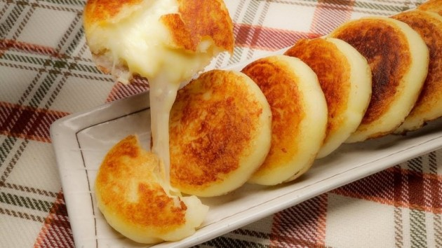 會拉絲的   馬鈴薯芝士煎餅