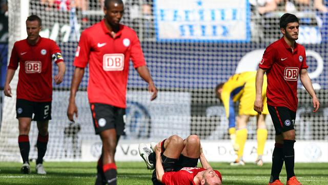 Hertha hofft weiter, Schalke feiert