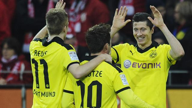 Bundesliga - Dortmund springt auf Platz zwei