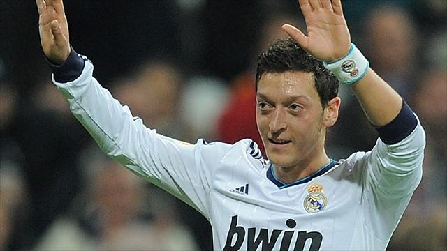 Liga - �zil will auf den Fu�ball-Thron