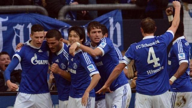 Bundesliga - Schalke k�mpft sich zum Derbysieg